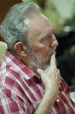 """Fidel con los jóvenes: """"El hombre no puede perder la oportunidad de sobrevivir con todo lo que sabe hoy"""""""