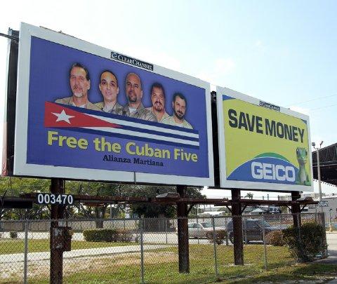 Colocan valla de los Cinco en pleno corazón de Miami
