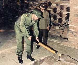 La llama eterna en honor al destacamento de refuerzo, la encendió Fidel.