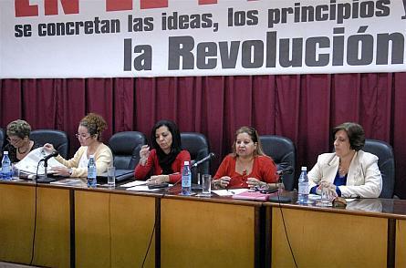 Intercambian delegadas villaclareñas al Congreso de la FMC con la máxima directiva de la organización.